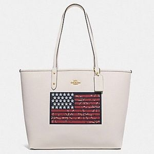 🇺🇸 NWT COACH REVERSIBLE CITY TOTE 🇺🇸